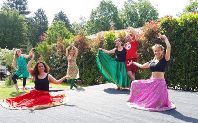 Les cours de danse indienne et de yoga reprennent en plein air !